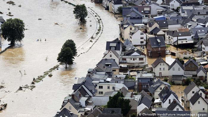Der Ort Dernau in der Eifel steht unter Wasser.