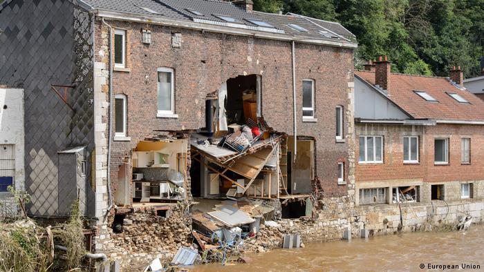 Foto de una casa destruida en Bélgica.