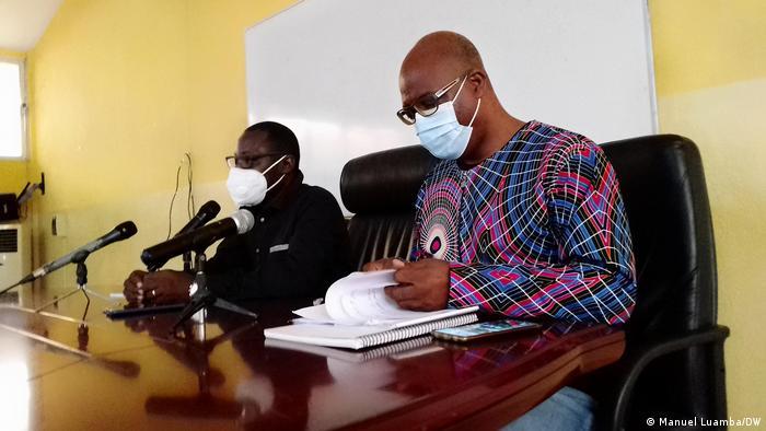 Angola  Abgeordneter David Mendes und Moderator Claudio Fortuna