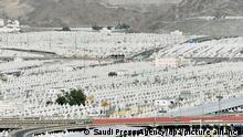 Eine Gesamtansicht der Zelte, die für die Pilger in Mina nahe der Stadt Mekka vor der jährlichen Hadsch-Pilgerfahrt aufgebaut wurden. +++ dpa-Bildfunk +++