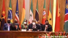 Angolanische Delegation beim Gipfel der CPLP (Gemeinschaft der Portugiesischsprachigen Länder) in Luanda. Angolas Präsident João Lourenço sitzt vor dem Mikrofon. Datum: 17.07.2021. Ort: Luanda, Angola.