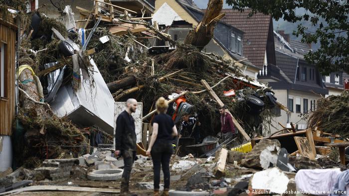 Разрушенные дома в городке Зинциг, округ Арвайлер