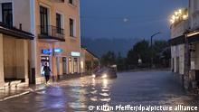 17/07/2021++++++Wasser steht in einer Straße in Berchtesgaden. Der Landkreis Berchtesgadener Land hat nach starkem Regen wegen Hochwassers den Katastrophenfall ausgerufen. +++ dpa-Bildfunk +++