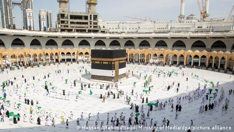 Socially distanced worshipping in Mecca