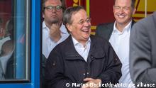 17.07.2021, Erftstadt. Armin Laschet (CDU), Ministerpräsident von Nordrhein-Westfalen, lacht während Bundespräsident Steinmeier (nicht im Bild) ein Pressestatement gibt.