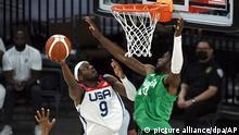 Basketball: Nationalmannschaft, Herren, USA - Nigeria. Jerami Grant (l) aus den USA gegen Chimezie Metu aus Nigeria. +++ dpa-Bildfunk +++