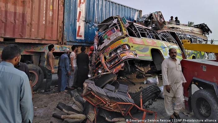 Pakistan Dera Ghazi Khan | Verkehrsunfall Bus
