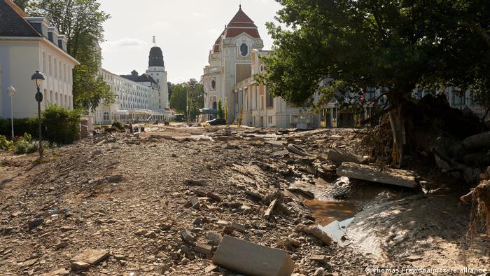 Курортне місто Бад-Ноєнар-Арвайлер після того, як через нього пронісся смертоносний потік