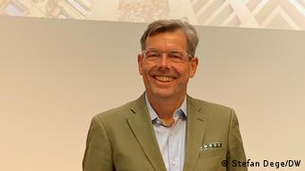 Lachend: Der Generalintendant des Humboldt Forums, Hartmut Dorgerloh
