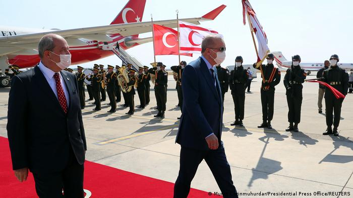 Cumhurbaşkanı Erdoğan (sağda) ve KKTC Cumhurbaşkanı Tatar