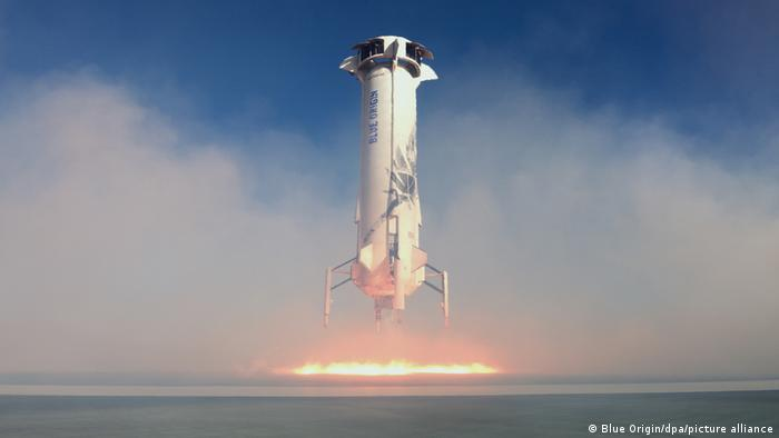 شرکت بلو اوریجین فضاپیمای نیو شپرد را بهعنوان مجموعهای که از موشک و کپسول قابل بازیابی تشکیل شده را برای سفرهای کوتاهمدت به فضای زیرمداری برای مشتریان و محمولهها ساخته است. این موشک پس از پرتاب و انجام ماموریت دوباره بر روی سکوی خود بازمیگردد تا برای ماموریت بعدی آماده شود.