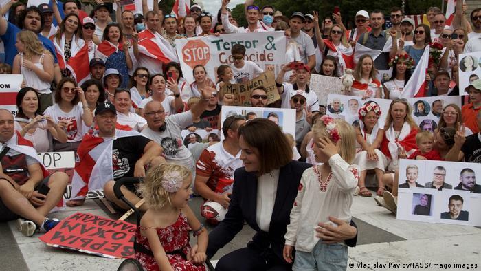 Светлана Тихановская встречается со своими сторонниками в Вашингтоне