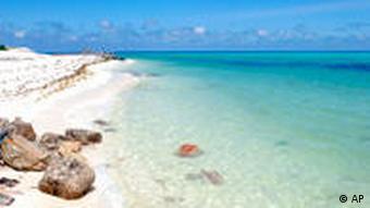 Sandstrand an den Dongsha-Inseln auch Pratas-Inseln, eine aus einem Atoll bestehende Inselgruppe im Südchinesischen Meer (Foto: AP)
