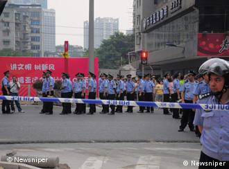 Thousands of Guangzhou inhabitants took to the streets