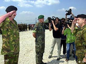Alemania entregó la jefatura de la misión de la OTAN en Macedonia a Holanda, el 26 de junio.