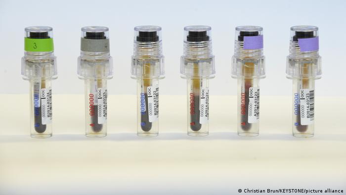 Schweiz | Doping Kontrollampullen