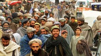 Hundreds of residents pack the main market in Khandahar, Afghanistan