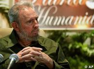 En una de sus recientes apariciones públicas, Fidel Castro se reunió con artistas e intelectuales en el Memorial José Martí en La Habana.