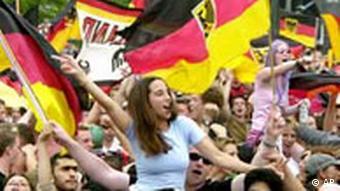 Deutsche Fans feiern den Sieg gegen Südkorea
