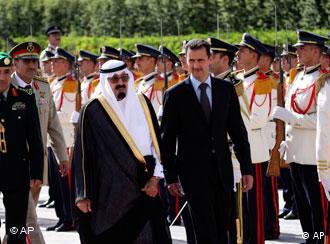 بشار اسد، رئیسجمهور سوریه (راست) و ملک عبدالله، پادشاه عربستان، روز پنجشنبه در دمشق؛ این دو جمعه با هم عازم بیروت شدند