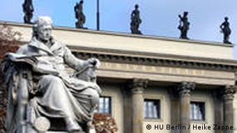 Denkmal Wilhelm von Humboldts vor dem Hauptgebäude der HU Berlin