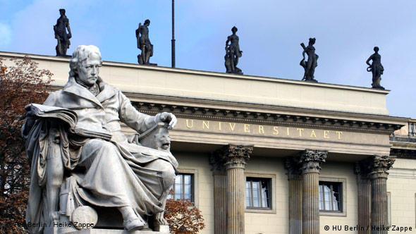 Flash-Galerie Denkmal Wilhelm von Humboldts vor dem Hauptgebäude der HU Berlin