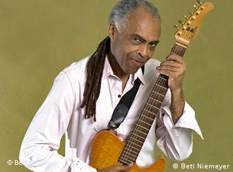 Gilberto Gil mit Gitarre (Foto: Beti Nimeyer)