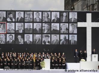 Poland's acting President and the Sejm Speaker Bronislaw Komorowski (R) is speaking during the state mourning ceremony at Pilsudski Square in Warsaw, Poland, 17 April 2010. Next to him there are, L-R: Prime Minister Donald Tusk, the daughter of the Committee of Katyn Families chairman Izabela Sariusz-Skapska and the head of President's cabinet Maciej Lopinski. President Lech Kaczynski and his wife Maria, his complete entourage and crew members died in the TU-154 M plane accident on 10 April 2010 near Smolensk in Russia, where they were to take part in the Katyn massacre commemorations. EPA/Jacek Turczyk POLAND OUT pixel