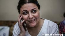 Die ägyptische Aktivistin und Journalistin Esraa Abdel Fattah spricht nach ihrer Entlassung aus dem Gefängnis in ihrem Haus am Telefon. Esraa befand sich seit ihrer Verhaftung im Oktober 2019 unter dem Vorwurf der Verbreitung von Falschnachrichten und der Beteiligung an einer terroristischen Vereinigung zur Erreichung ihrer Ziele in Untersuchungshaft. +++ dpa-Bildfunk +++
