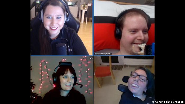 Screenshot-Foto von Saskia Moes, Dennis Winkens, Melanie Eilert, und Karolina Albrich beim Gaming.