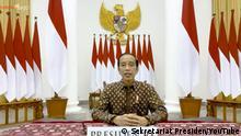 ***ACHTUNG: Bild nur zur aktuellen Berichterstattung verwenden!*** via yusuf.pamuncak@dw.com Quelle: https://www.youtube.com/watch?v=x00rzFYet9Q&t=45s President Jokowi: Easing lockdown at 26th July, is cases decrease. Rechte: Sekretariat Presiden/YouTube