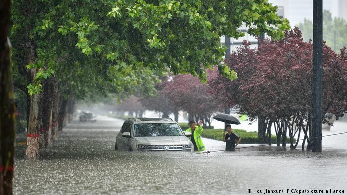 China Unwetter l Heftige Regenfälle, Überschwemmungen in Henan