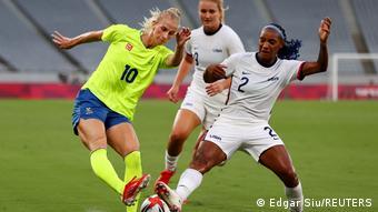 Женские сборные Швеции и США провели матч на пустом стадионе