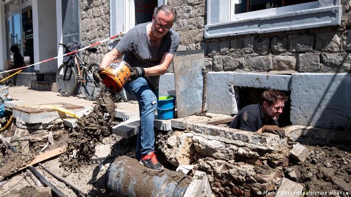 Deutschland Unwetterkatastrophe |Aufräumarbeiten in Nordrhein-Westfalen