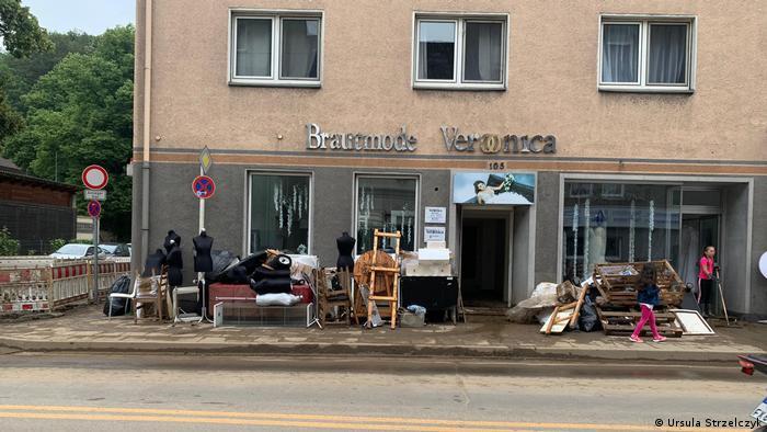 Hagen po powodzi: sklep z modą ślubną