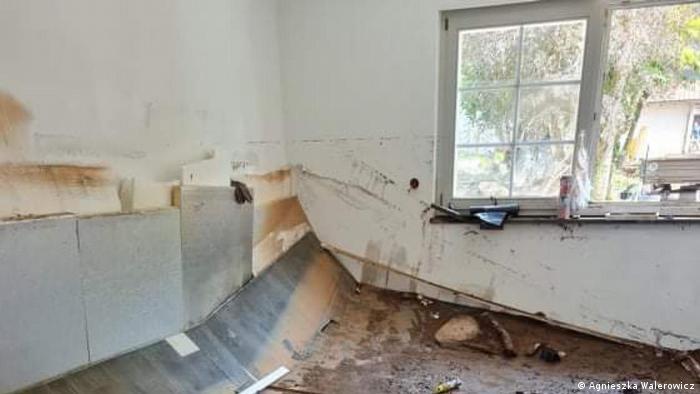 Zniszczona kuchnia w domu Agnieszki z Kall w Eifel