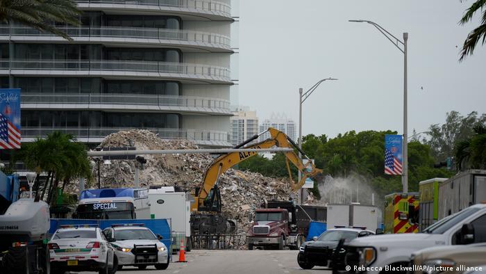USA I Gebäude-Einsturz in Miami