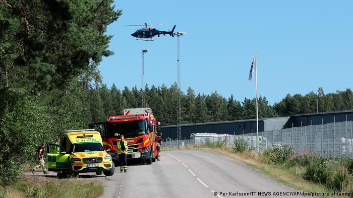 الشرطة السويدية استنفرت قواتها حول السجن من أجل تحرير الرهينتين. سجن هالبي 21/07/2021