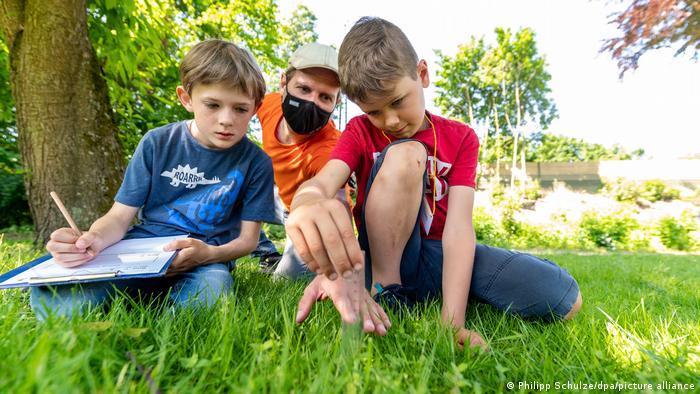 Deutschland | Draußenunterricht für Grundschüler