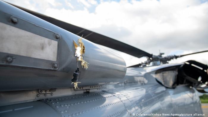 Foto tomada el 25 de junio de 2021 muestra los daños en el helicóptero del presidente colombiano Iván Duque despuäes del atentado.