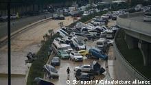 China Zhengzhou | Hochwasser | Überschwemmte Straße