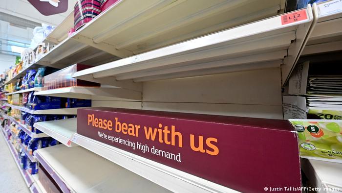الزام مشاغل به قرنطینه خانگی ده روزه قفسههای سوپرمارکتها را خالی کرد