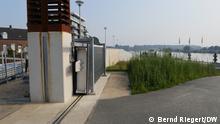 22.07.2021+++Fluttore und Hochwassermauern in Neers, Niederlande. Der Wall hielt die schlimssten Überschwemmungen ab. Das Wasser stand fast bis zur Oberkante. In den nächsten Jahren sind noch höhere Mauern notwendig wegen Klimawandel. (c) Bernd Riegert / DW