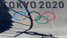 Skateboard: Olympia, Training. Yuto Horigome aus Japan wirft während während einer Trainigseinheit im Vorfeld der Olympischen Sommerspiele Tokio 2020 Schatten auf die Rampe. +++ dpa-Bildfunk +++