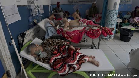 بعض مرضى كوفيد 19 في أحد مستشفيات تونس
