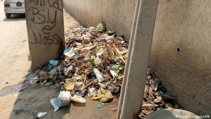 Angola | Müll in Luanda