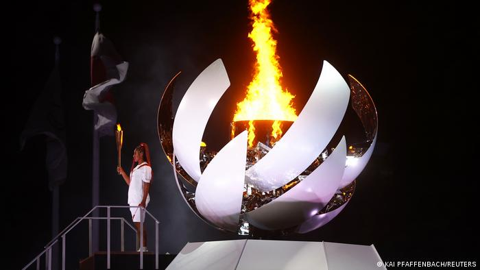 Naomi Osaka acende Pira Olímpica