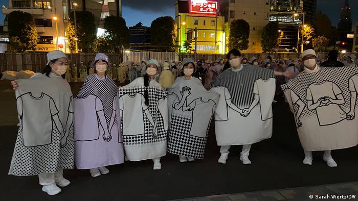 Tokio 2020: voluntarios al margen de los JJOO.