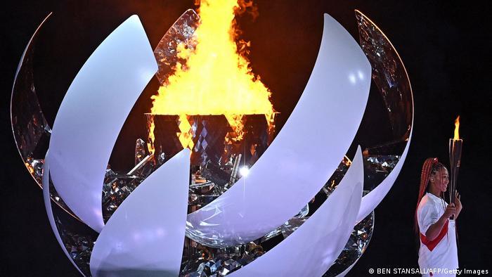 Naomi Osaka acende Tocha Olímpica