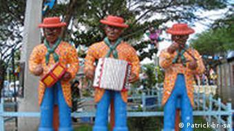 Ein Forró Trio-Denkmal in Caruaru, der Hauptstadt São João-Festes (Foto: Patrick-br-sa)